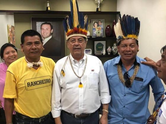 Senador Jayme com indigenas